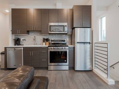 Photo for Ultra Modern Seattle Condo! 2 Bds, Sleeps 8!