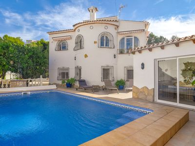Photo for Beautiful 4-6-person villa with swimming pool in unique setting, 50m from the golf course