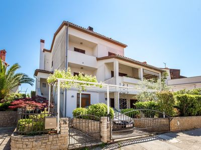 Photo for Great apartment with 2 bedrooms, bathroom, kitchen, air conditioning, terrace, garden with barbecue, pets allowed and only 100 meters to the pebble beach