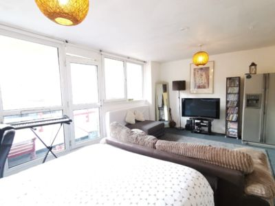 Photo for Amazing Studio Flat Located 5 mins from the Elephant and Castle Station!