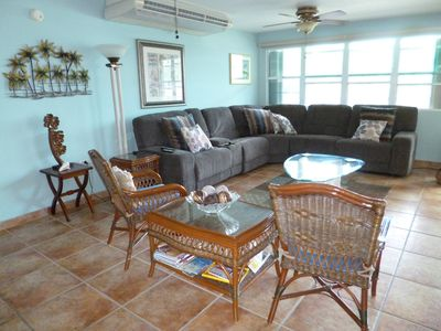 Lots of light, cross-ventilation, tropical breeze in the living room makes your