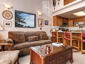 1BR and Spacious Loft w/ Hot Tub - Walk to Ski Lifts & Restaurants