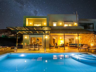 Photo for Luxury Villa with Private Pool & Stunning Sea View