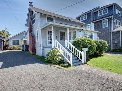 Photo for Beautiful Seaside home with mother-in-law cottage & easy beach access!