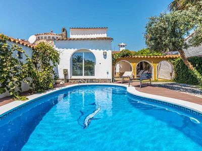 Photo for Beautiful villa with pool and garden  with mooring