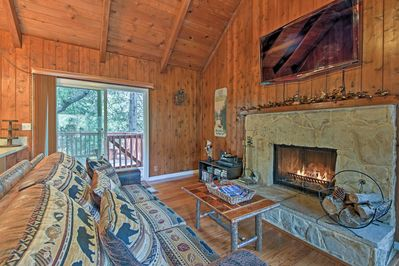 This 3-bed, 2-bath cabin comfortably sleeps 6 travelers.