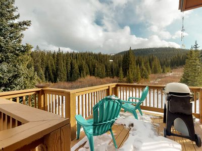 Photo for Beautiful home with outdoor deck, grill, jetted tub, amazing mountain views!