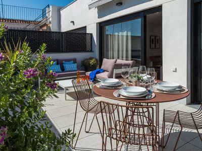 Photo for Sun bathed 2 bedroom apartment with terrace and views of the Cathedral