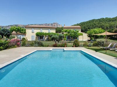 Photo for Villa with pool and private Jacuzzi in the heart of Luberon - Vaucluse Provence