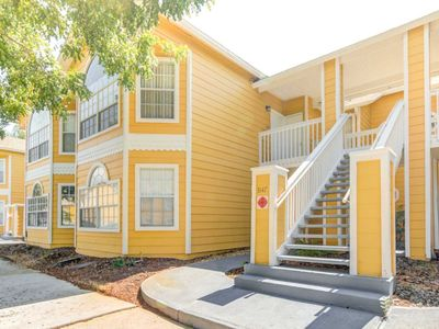 Photo for 1st Floor - Balcony W/Chairs - 10 Minutes to Disney - Free Wifi - Minutes to Restaurants