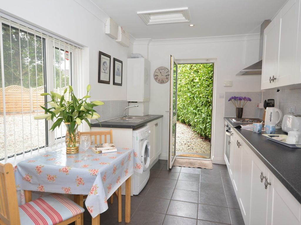 1 Bedroom Cottage In Plymouth Hucca Vrbo