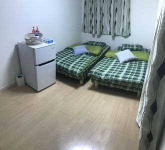 Private bed room with 2 single beds