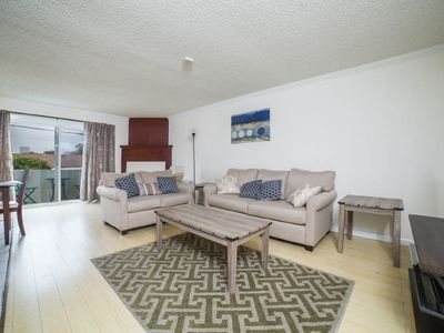 Photo for Santa Monica, Central 2 bed apt w/ private parking