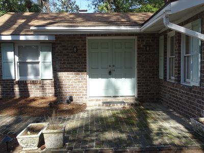 Loblolly Cottage - Cute brick cottage.  One level, no stairs.  Quiet neighborhood.