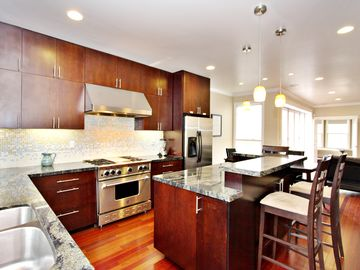Want an amazing SF Apt?  Stunning 2br/2bt + Hottub! in the SF Tech Scene