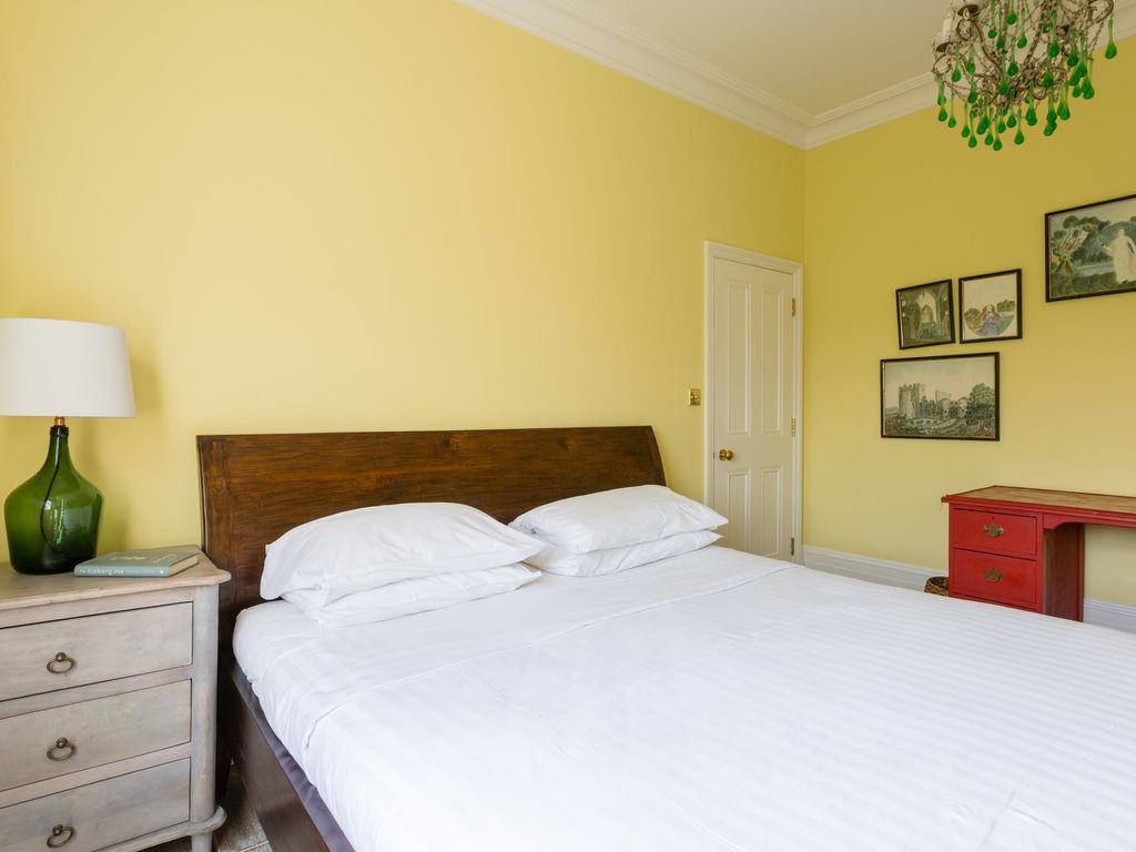 Kingswood Avenue III - luxury 5 bedrooms serviced apartment - Travel Keys