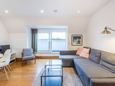 Photo for Greyhound 3 · Cozy 2 Bed Apartment By River Thames