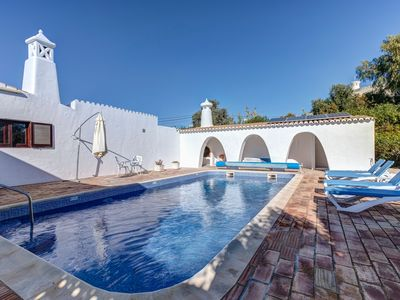 Photo for Spacious 4 bedroom villa in walking distance of Carvoeiro with heated pool