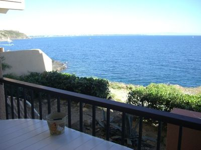 Photo for .appart (5pers) 2 bedrooms..facing the sea direct access beach free wifi parki