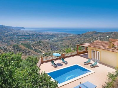 Photo for 2 bedroom Villa, sleeps 4 in Coria del Río with Pool, Air Con and WiFi