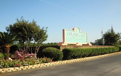 Photo for 4.5 miles from the Beach, 4.5 miles from Tanger Outlet!