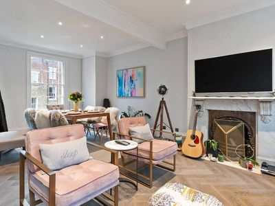 Photo for Beautiful & Stylish  3 Bed House in Angel sleeps 6
