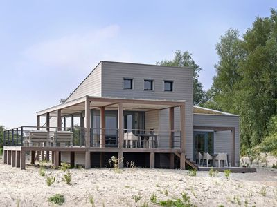 Luxurious villa with a nice deck, in nature reserve De Punt