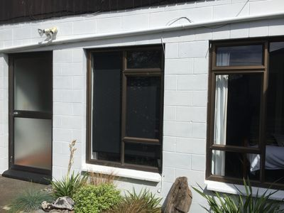 Photo for Cosy apartment in quiet street close to CBD, hospital and coastal walkway.