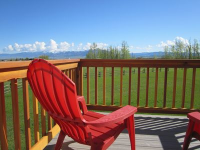 A little bit o' country, yet close to town, with spectacular mountain views!