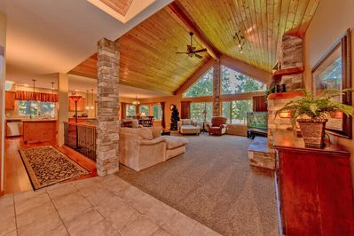 Sierra Meadows Lodge - Large Great Room with Vaulted Ceilings