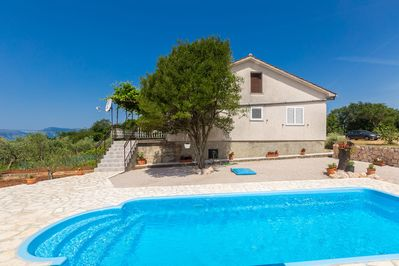 Spacious modern apartment - large terrace, fenced yard, private pool, peaceful area - 2