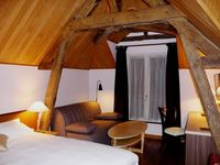 Excellent rental in the very center of Tours. Highly recommended.