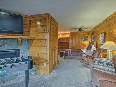 Photo for Pigeon Forge Resort Studio Cabin on Dollywood Ln!