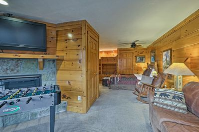 A cozy cabin getaway awaits 6 at this Pigeon Forge vacation rental studio.