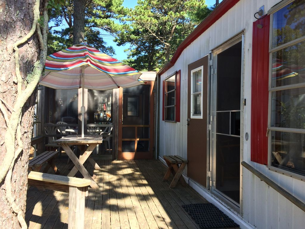 Cute And Cozy Mobile Home In Tight Knit Colony Close To Outer Beaches And Bay