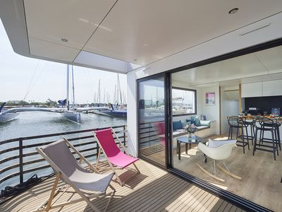 Photo for Come and discover the superb 'LOCATION' HOUSEBOAT SEALOFT at the quay, port of Kernevel