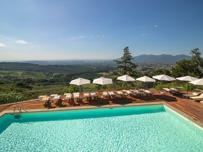 Photo for Bellavista apartment. Stunning view in the LUCCA area. Pool. Walk to restaurant.