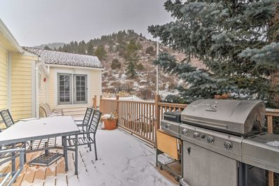 With a furnished deck, beds for 8, and more, this home has it all.