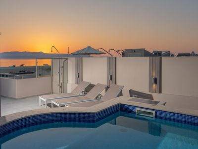 Photo for Terrace Private Pool villa Miami, only 1 min walk to sandy beach + Jacuzzi + Gym