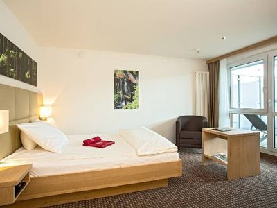 Photo for EZ Lakefront, 1 person - Brugger's Hotelpark am See