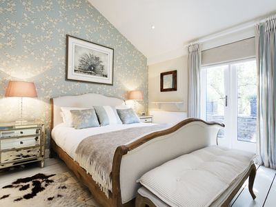Photo for A fun and elegant 2 bed mews house, in a great central London location (Veeve)