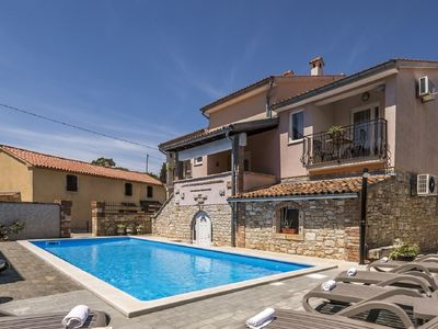 Photo for Apartment with pool Fiorela I in Villa Valtrazza with shared Pool