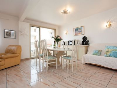 Photo for Only steps to the Croisette from this air-conditioned apartment with balcony