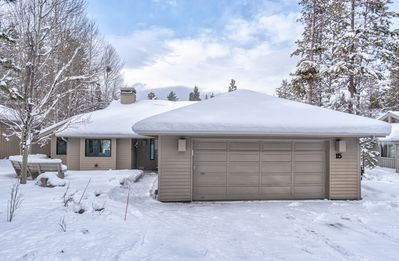 Photo for Gorgeous single level home with private hot tub, foosball and FREE SHARC pass
