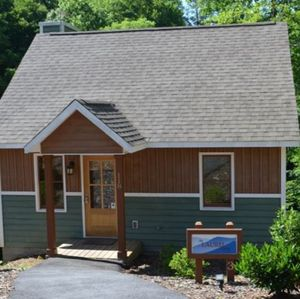 THE CABINS AT WHITE SULPHUR SPRINGS   TASTE THE SIMPLER LIFE