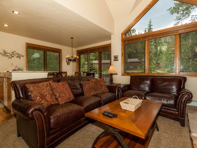 Photo for 3-bedroom Townhome, Private Hot Tub, Slope Views, Walk to Lifts, Free WIFI