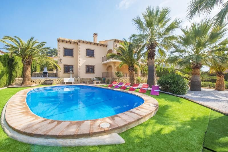 Mansion A Short Walk Away 93 M From The Homeaway Urbanitzaci La Fustera