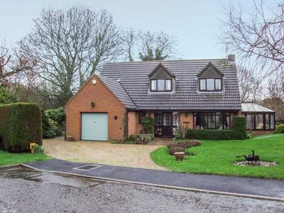 Photo for 9 CHESTNUT CLOSE, family friendly in Uppingham, Ref 930951