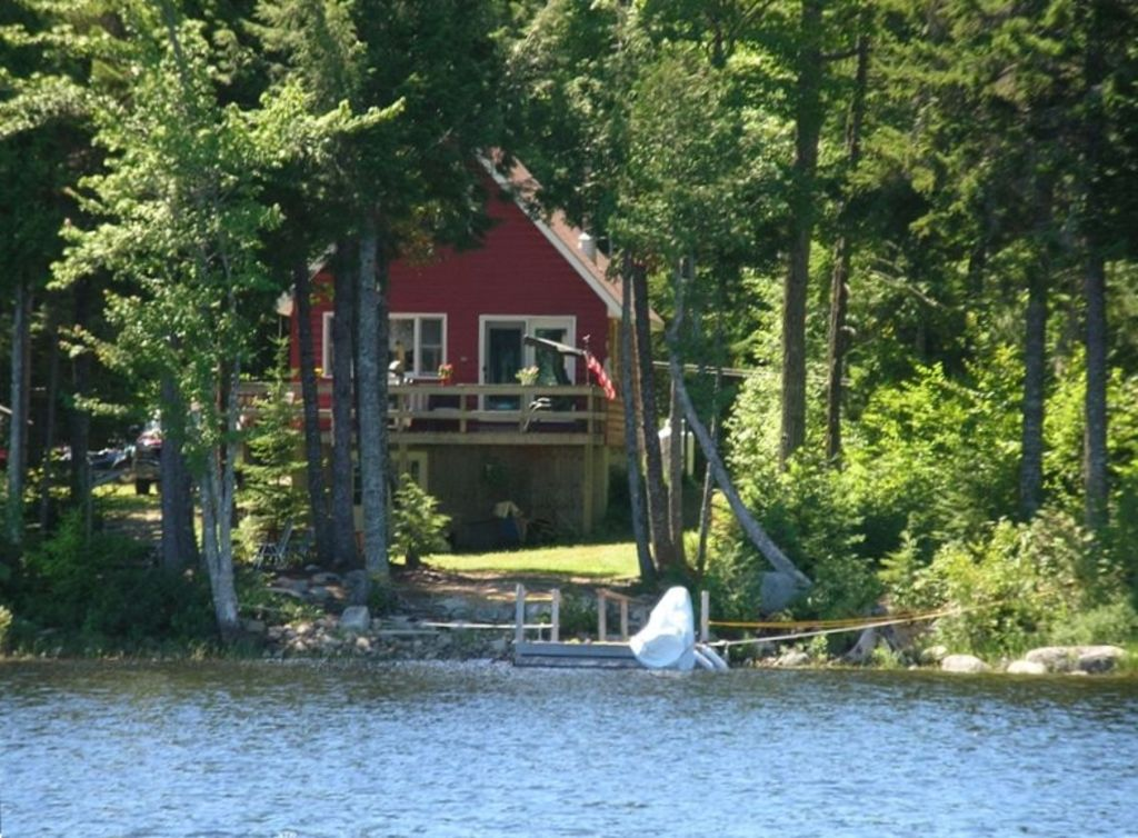 Private lakefront retreat on junior lake in vrbo for Cabin rentals in maine with hot tub