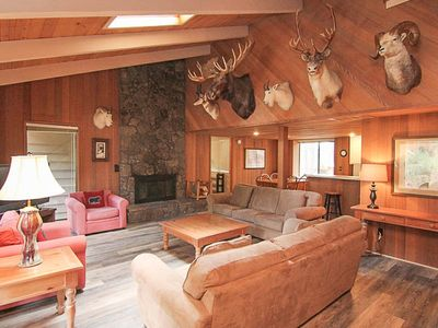 Photo for Rustic Cabin in Sunriver with Modern Amenities and SHARC Passes!